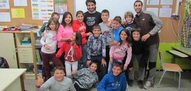 Primer contacte amb els alumnes de cicle superior de l'escola Joan Maragall (Santa Pau)